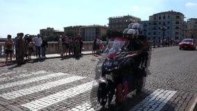 VERONA, ITALY-JUNE 2019: fina? rasa Giro d ?Italia s?awna rowerowa rasa w centrum miasta Verona miasteczko w W?ochy zdjęcie wideo
