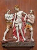 Verona - Jesus Stripped de su ropa. Una porción de la manera de cerámica de los coss de la iglesia de San Nicolás Fotos de archivo libres de regalías