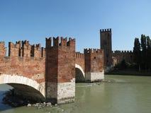Verona - medeltida slottbro Arkivbild