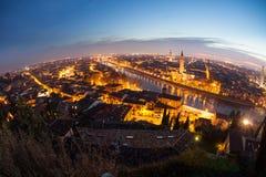 Verona på natten royaltyfri bild