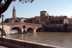 verona Ponte Pietra italy Royaltyfria Bilder