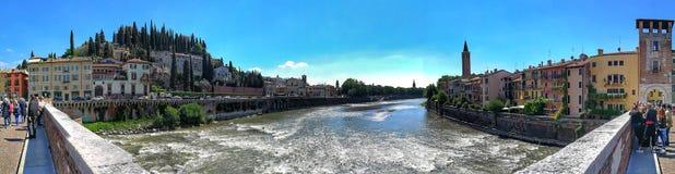 Verona Ponte Pietra panoramica Royaltyfria Foton