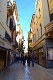 Verona smal shoppinggata Arkivbilder