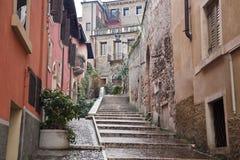 Verona - stigning på Castel San Pietro royaltyfria foton