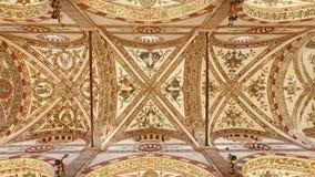Verona - techo de la iglesia gótica-romanseque Santa Anastasia imágenes de archivo libres de regalías