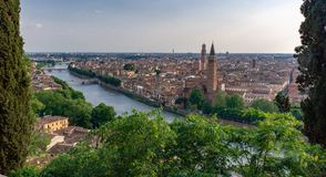 Verona von oben stockbild