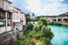 Verona Włochy, Czerwiec, - 26, 2017: Sceneria z Adige rzeką w Ver Obraz Stock