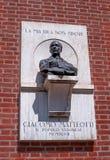 Verona, Włochy - 06 2018 Maj: Pamiątkowy barelief dedykujący Giacomo Matteotti na niezależność kwadracie gianni zdjęcie royalty free