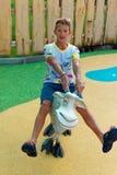 Verona, Włochy Sierpień 18, 2018: Leoland park rozrywki nastolatek na kózce fotografia stock