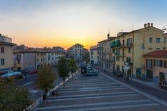 VERONA, WŁOCHY Wrzesień 08, 2016: Miasto krajobraz na widoku na piazza XVI Ottobre i wczesnym poranku Zdjęcia Royalty Free