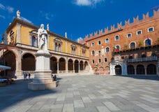 VERONA, WŁOCHY Wrzesień 08, 2016: Widok na piazza dei Signori także dzwonił Piazza Dante Fotografia Stock