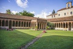 Verona, yarda de la basílica de San Zeno Maggiore fotos de archivo