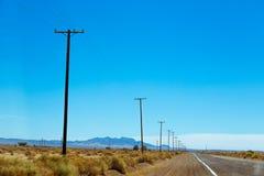 Veronachtzaamd deel van Route 66 in Amerikaanse woestijn royalty-vrije stock foto's