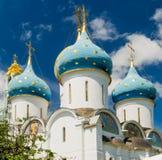 Veronderstellingskathedraal in Drievuldigheid Lavra van St Sergius royalty-vrije stock afbeeldingen