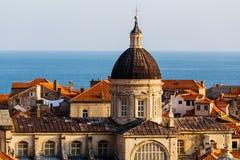 Veronderstellingskathedraal in het oude deel in Dubrovnik, Kroatië Stock Foto's