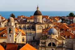 Veronderstellingskathedraal, Kerk van Heilige Blaise en Klokketoren in het oude deel in Dubrovnik, Kroatië Royalty-vrije Stock Afbeeldingen