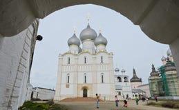 Veronderstellingskathedraal in Rostov het Kremlin, Rusland Royalty-vrije Stock Foto's