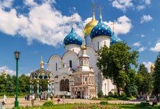 Veronderstellingskathedraal in Sergiyev Posad dichtbij Moskou Stock Afbeelding
