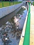 Verontreinigd rivierkanaal in Singapore royalty-vrije stock afbeelding