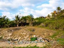 Verontreiniging op het strand Stock Foto