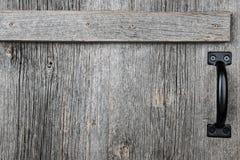 Oude schuur houten deur Stock Afbeelding