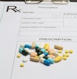 Verordnung und Pille stockfotos
