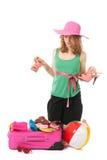Verpacken des Koffers durch eine junge Frau Lizenzfreie Stockbilder