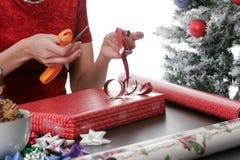Verpackung der Feiertags-Geschenke Lizenzfreies Stockfoto