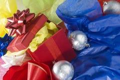 Verpackung des Weihnachtsgeschenks Lizenzfreie Stockbilder