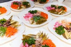 Verpackung, Salat unter dem Film Lizenzfreie Stockfotos