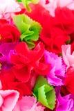 Verpackung von bunten Blumenblättern der Münzen Stockfotografie