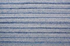 Verpackungsmaterialien gegen blauen Hintergrund Lizenzfreies Stockbild