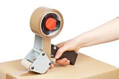 Verpakkende bandautomaat en verschepende doos Stock Fotografie