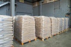 Verpakking en opslag van biokorrels Gekorrelde houten brandstof, biokorrels royalty-vrije stock foto