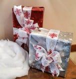 Verpakte Kerstmisgiften Stock Afbeelding
