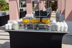 Verpflegungstabellen-Suppenstation Stockbild