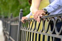 verpflichtung Haltene Hände - Foto auf Lager Lizenzfreies Stockbild