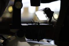 Verpflichtung Ring Diamond Ring Inspection stockfoto