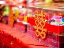 Verpflichtungs-kleine Kuchen mit doppeltes Glück-chinesischem Schriftzeichen u. x28; Xuangxi& x29; Stockfoto