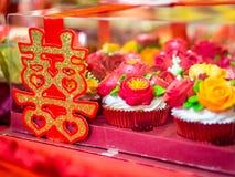 Verpflichtungs-kleine Kuchen mit doppeltes Glück-chinesischem Schriftzeichen u. x28; Xuangxi& x29; Stockfotografie