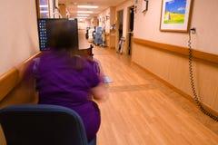 Verpleegster bij haar het ziekenhuispost Royalty-vrije Stock Afbeelding