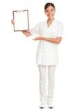 Verpleegster die caregiver klembord wit teken toont Royalty-vrije Stock Fotografie