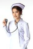 Verpleegster die een stethoscoop houden Royalty-vrije Stock Foto