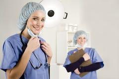 Verpleegster en arts in het ziekenhuis Royalty-vrije Stock Foto's