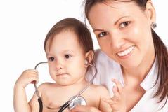 Verpleegster en baby Stock Fotografie