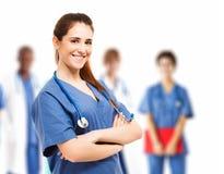 Verpleegster en haar team stock foto's