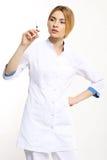 Verpleegster met het vaccin Royalty-vrije Stock Foto's