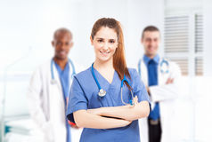 Verpleegster voor haar medisch team Royalty-vrije Stock Foto's