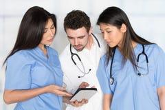 Verpleegsters en Arts In Hospital royalty-vrije stock foto