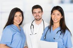 Verpleegsters en Arts In Hospital stock foto's